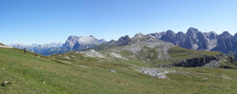 Vista dallo Sciliar al Sasso Piatto e Sass Long – Escursione partendo dall'Alpe di Suisi