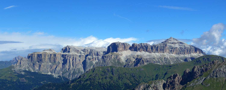 Gruppo del Sella – si presenta imponente alla fine della Val Gardena