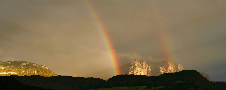 Regenbogen vor dem Schlern Massiv