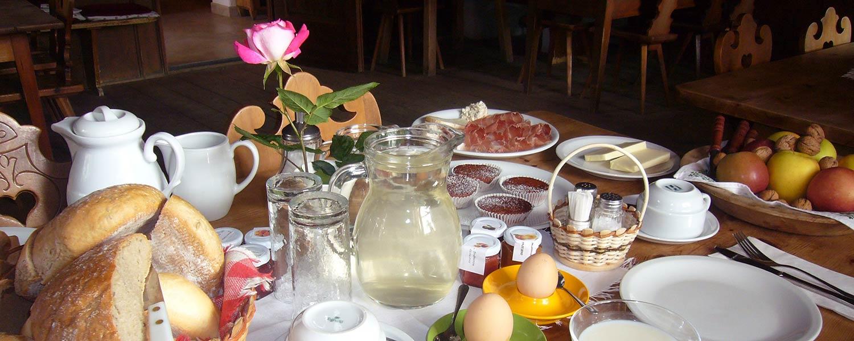 L'ampio buffet a colazione è caratterizzato speilità della casa